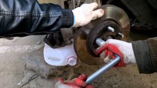 замена шпилек крепления колеса на передней ступице Nissan Almera Classic