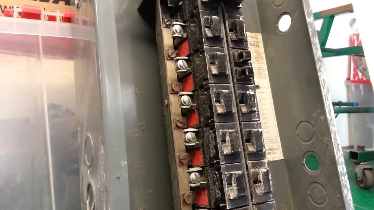 hight resolution of how to change a breaker