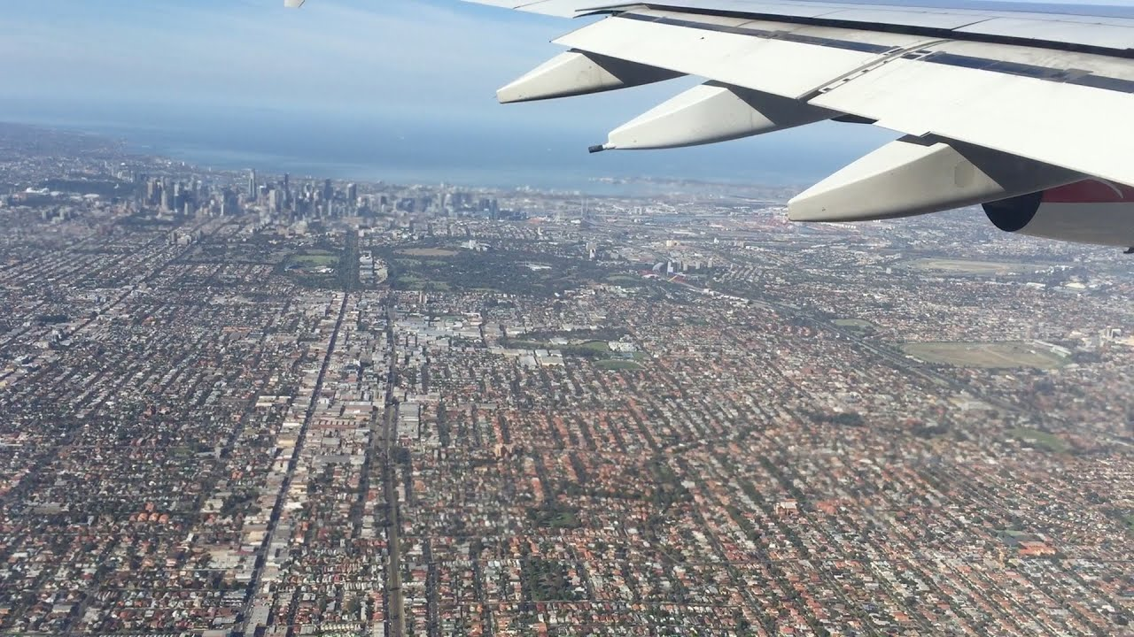 flying landing into melbourne 39 s tullamarine airport from. Black Bedroom Furniture Sets. Home Design Ideas