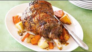 Баранья лопатка, запеченная в духовке с овощами к праздничному столу.