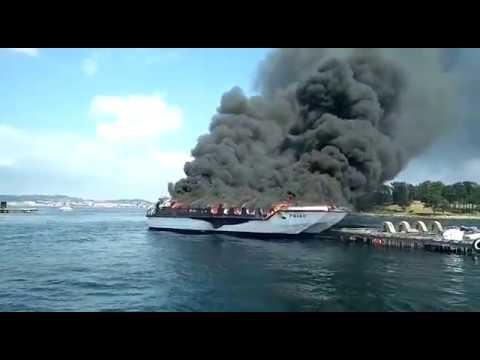 Arde un catamarán en O Grove