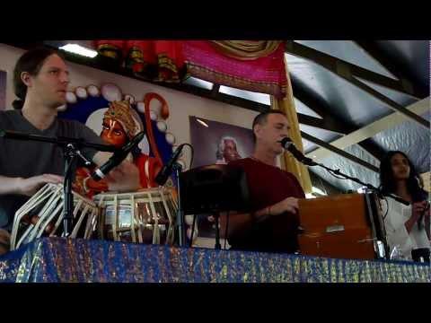 Krishna Das chanting