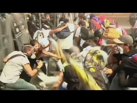 Protests in Venezuela: Tear gas and water cannon used against Caracas protesters
