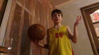 Как правильно крутить мяч на пальце?)))