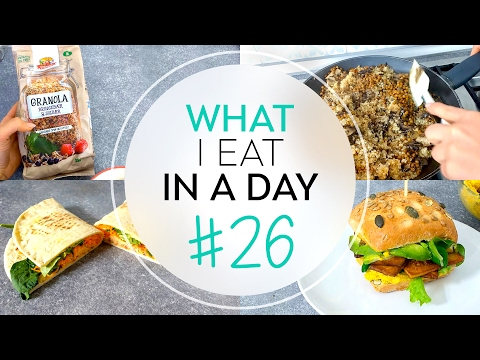 COSA MANGIO IN UN GIORNO #26 | What I eat in a day | QUINOA, PIADINE, GRANOLA E PANINO FARCITO thumbnail