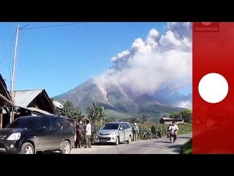 Mount Sinabung eruption: Mass evacuation as alert raised on Sumatra volcano