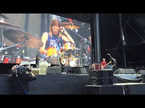 Taylor Hawkins saves the Dave