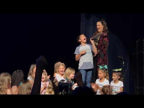 11-Year-Old Wows Crowd with Two 'Let It Go' Renditions at Idina Menzel Concert