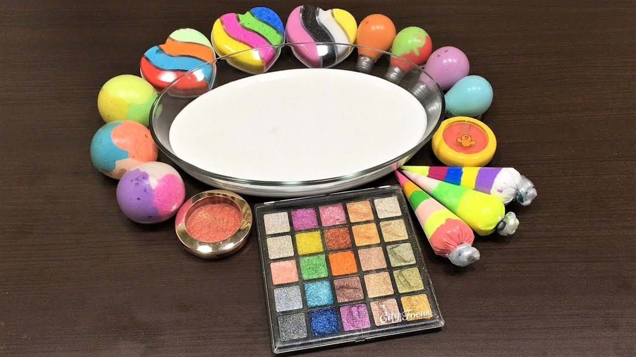 mixing-eyeshadow-and-clay-into-glossy-slime-relaxing-satisfying-slime
