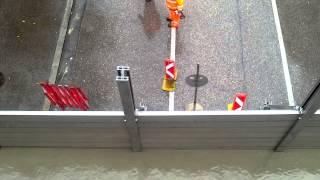 Hochwasser 2013 Linz- Aufbau mobiler Schutzwall