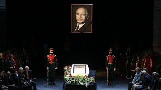 Никто не сказал речь на прощании с Лановым Пронесли гроб через весь зал Не сдержать слез