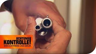 Routinekontrolle: Sind die Waffen ordnungsgemäß weggeschlossen? | Achtung Kontrolle | kabel eins