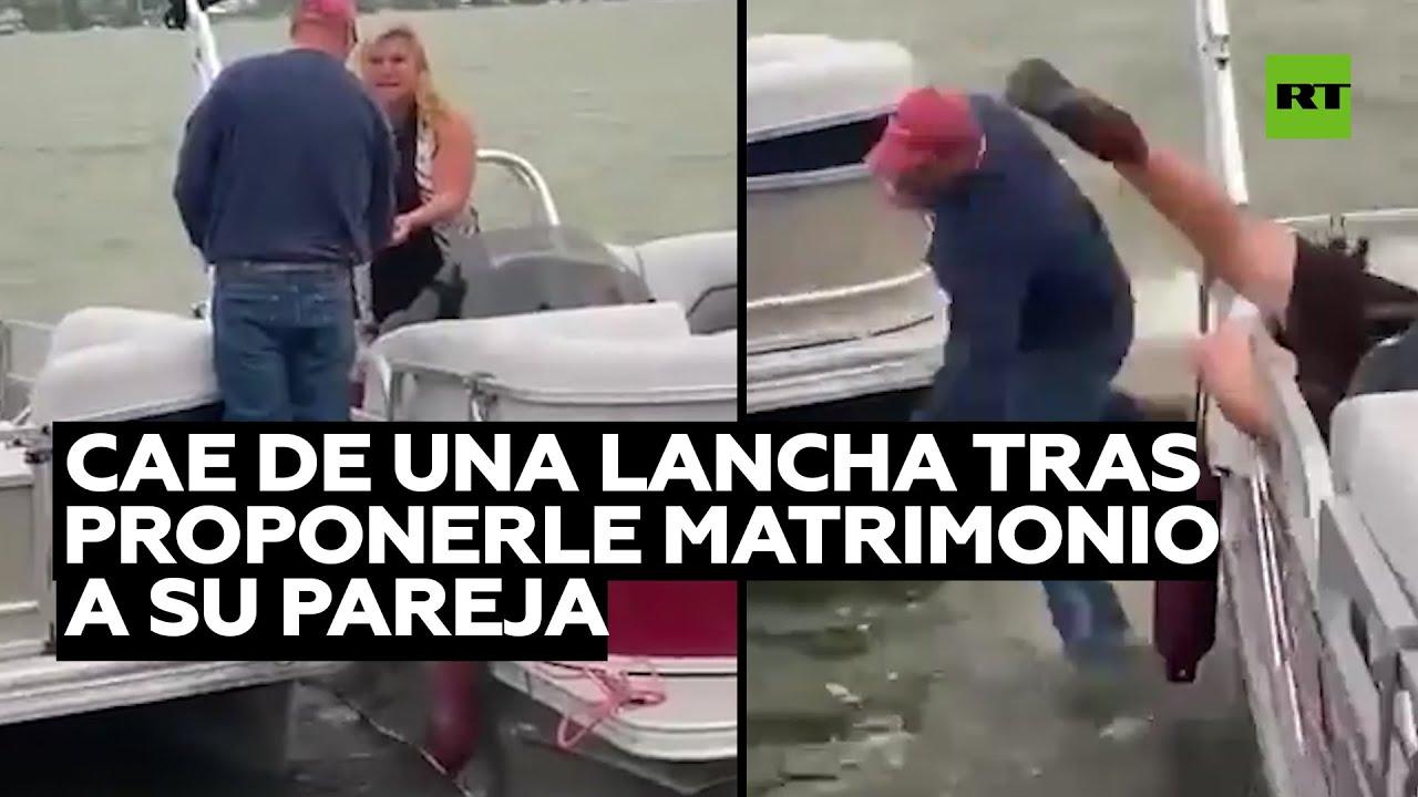 Un hombre cae de una lancha tras proponerle matrimonio a su pareja