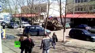 Экипажи шести боевых машин перешли на сторону ополченцев в Краматорске(Сегодня в Краматорск вошли две колонны бронетехники. Очевидцы сообщают, что сторонникам федерализации..., 2014-04-16T08:45:33.000Z)