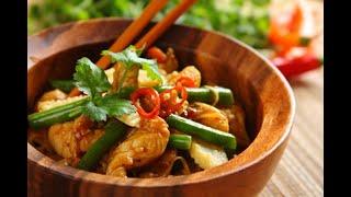 Przepis - Smażony makaron chow mein z kurczakiem (przepisy kulinarne przepisy.pl)