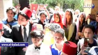 بالفيديو والصور.. تلميذ يتقمص دور «الأمير محمد علي» ويصطحب زملاءه في جولة بقصر المنيل