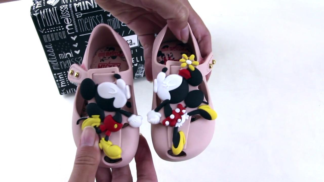 88a838938 Sapatilha Mini Melissa Ultragirl + Disney Twins III - YouTube