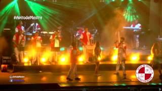 Um vasto repertório de marchinhas no show de banda baile Apito de Mestre