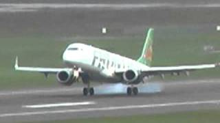 Frontier Airlines Embraer 190 Lands at PDX