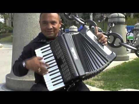 Уличные музыканты. Аккордеон - виртуоз - Мадрид - street music