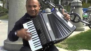 """Download Уличные музыканты. """"Аккордеон - виртуоз"""" - Мадрид - street music Mp3 and Videos"""