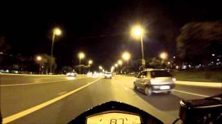Acidente Carro x Carro eixão sul Brasilia..Carro foge apos bater na traseira de outro...