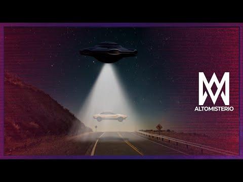 Un hombre cuelga un tétrico espantapajaros en su patioиз YouTube · Длительность: 48 с