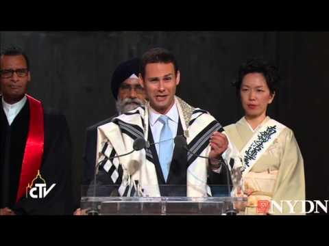 Cantor Ari Schwartz sings Jewish prayer of fallen