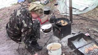Днiпро , июль 2017 , Шевский остров   Таня жарит рыбу