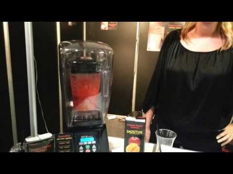 Bereiding Fresh Fruit Express Smoothie Concept met Waring Blender
