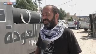 فلسطينيون يسيرون قطارا يرمز لحق العودة
