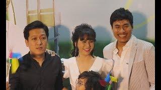 Trường Giang thân thiết đến mừng Kiều Minh Tuấn và Cát Phượng ra mắt phim Hạnh phúc của mẹ