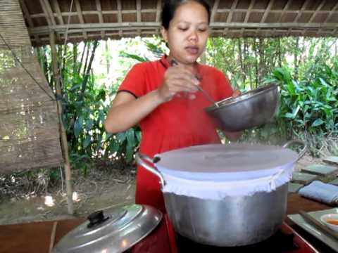 Making Banh Uot (rice paper)