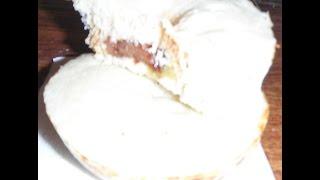 Кекс  с шоколадом и бананом внутри в микроволновке