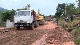 Quảng Trị đẩy nhanh tiến độ thi công các công trình giao thông ở miền núi phục vụ Tết