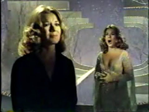 VIKKI CARR - Make It Easy On Yourself / Knowing When To Leave (Live)