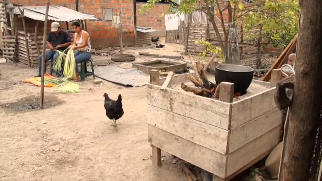 Tejido tradicional del sombrero ecuatoriano de paja toquilla - YouTube caf42d0a778