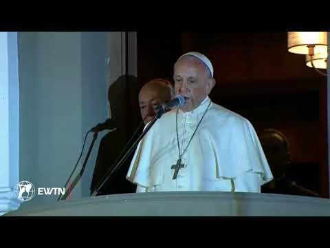 El Papa Francisco saluda a los fieles que se encuentran fuera de la Nunciatura en Lima