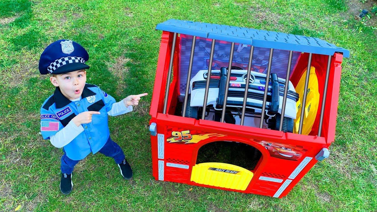 Діма грає в поліцейського - машина зникла