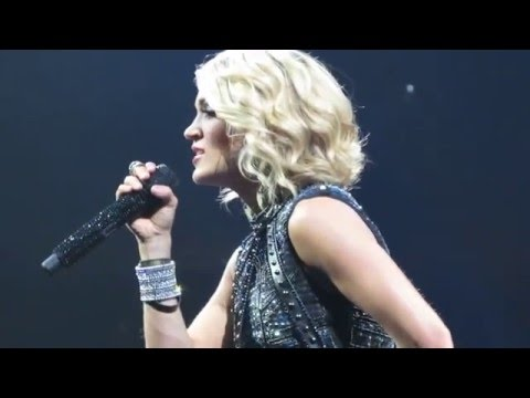 Carrie Underwood- I Will Always Love You (Storyteller Tour: Tulsa, Oklahoma)