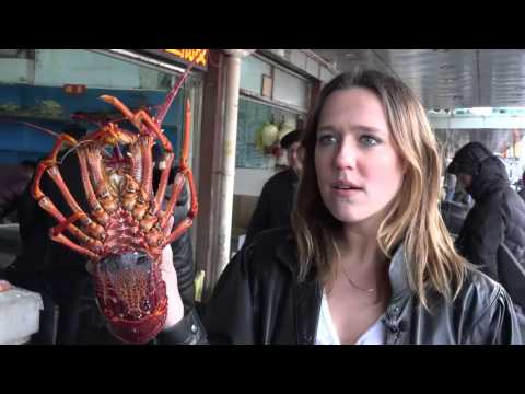 02-Mastering China Episode 5 - Seafood Market In SHANGHAI 西游中国老外美女逛水产市场