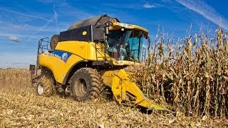 New Holland CR980 corn harvest