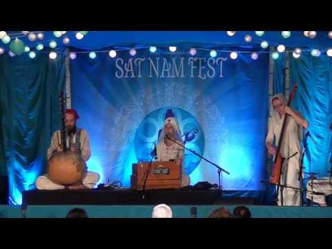 Simrit Sings Dhan Baba Naanak Live at Sat Nam Fest East