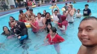 Detik detik jatuhnya ember air di kolam renang Owabong Purbalingga