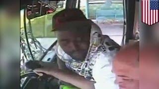Пассажир избил водителя автобуса: видео!