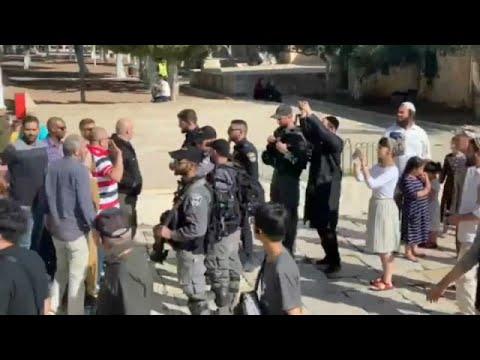 شاهد: المئات من المستوطنين الإسرائيليين يقتحمون باحة المسجد الأقصى في عيد العرش اليهودي…  - 20:55-2019 / 10 / 20