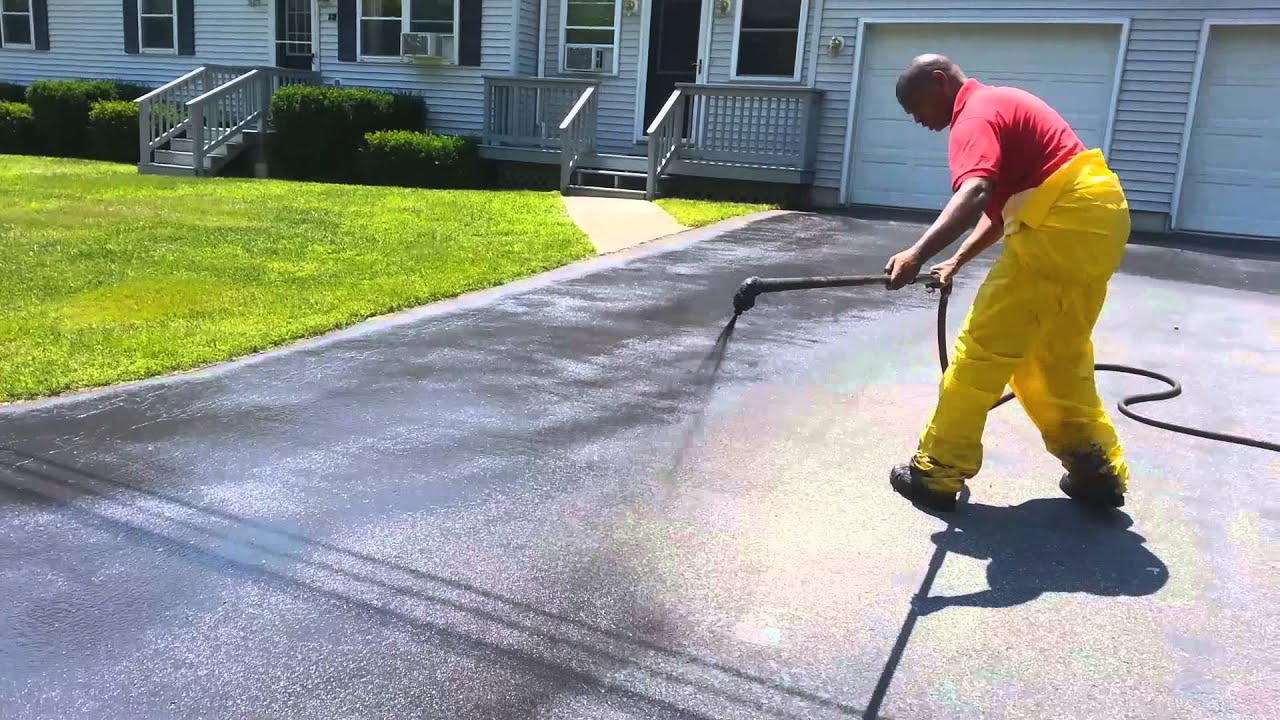 Sealcoating a driveway in under 2 minutes youtube sealcoating a driveway in under 2 minutes solutioingenieria Image collections