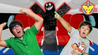 RYAN vs DADDY ON SPOOKY HAUNTED ROBLOX AIRPLANE ! Lets Play Roblox