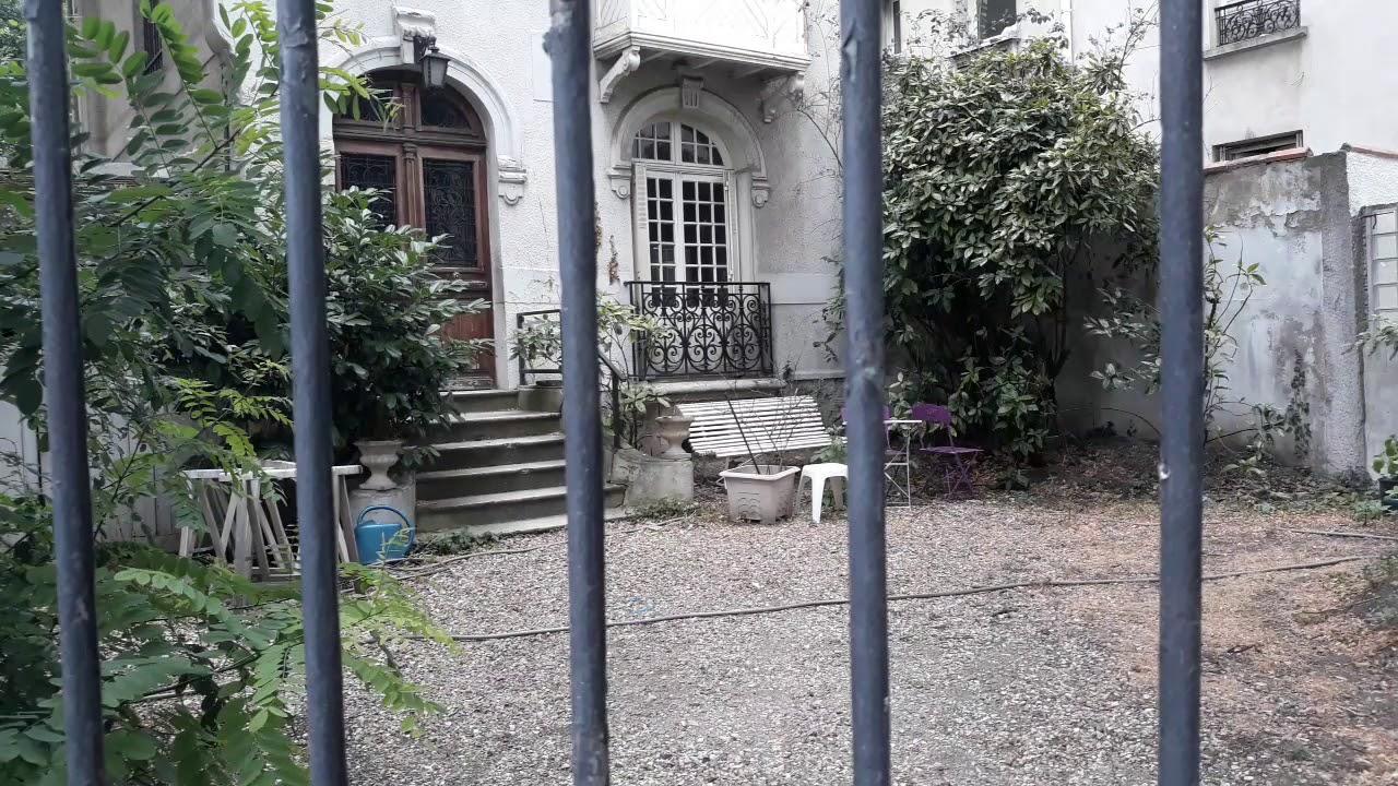 Piękny, opuszczony domek w Colombes pod Paryżem.