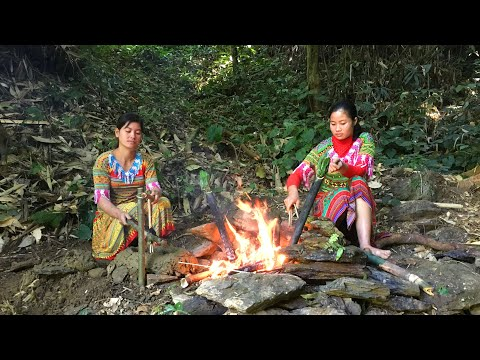 Survival Skills : Two Ethnic Girls Build a Kitchen in the Forest and Cook Meals